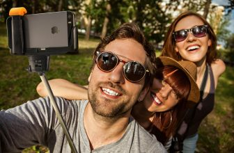 Cum alegem cel mai bun selfie stick